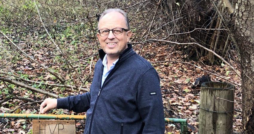 Wolfgang Goltsche vor dem HVP Grundstück